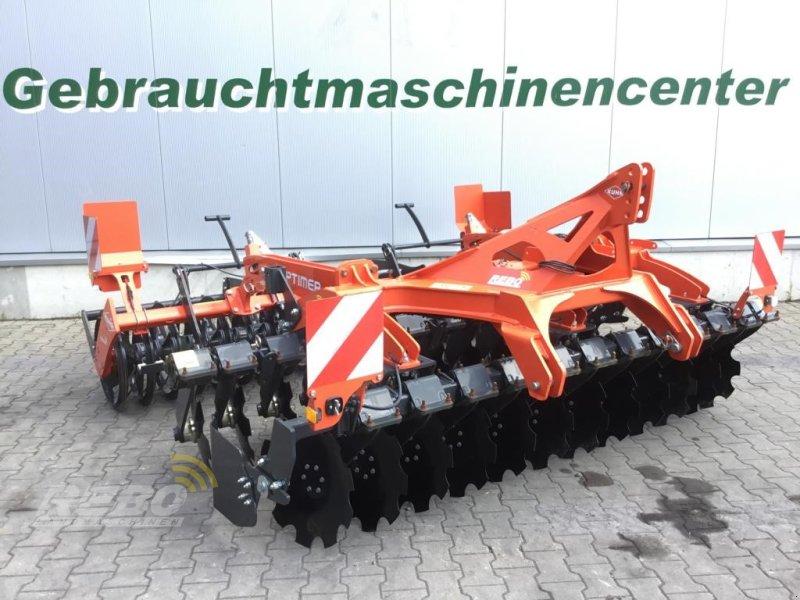 Kurzscheibenegge des Typs Kuhn Optimer 303 plus, Ausstellungsmaschine in Neuenkirchen-Vörden (Bild 1)