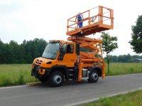 Mercedes-Benz Unimog U 427 mit Büter Hubarbeitsbühne Platformă de lucru camion