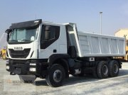 LKW typu Iveco Trakker 380, Gebrauchtmaschine v Jebel Ali Free Zone