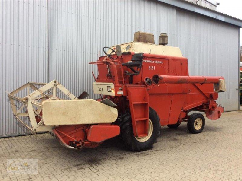 Mähdrescher des Typs Case IH 321, Gebrauchtmaschine in Pfreimd (Bild 1)