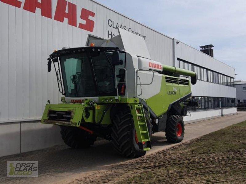 Mähdrescher des Typs CLAAS LEXION 740, Gebrauchtmaschine in Hockenheim (Bild 1)