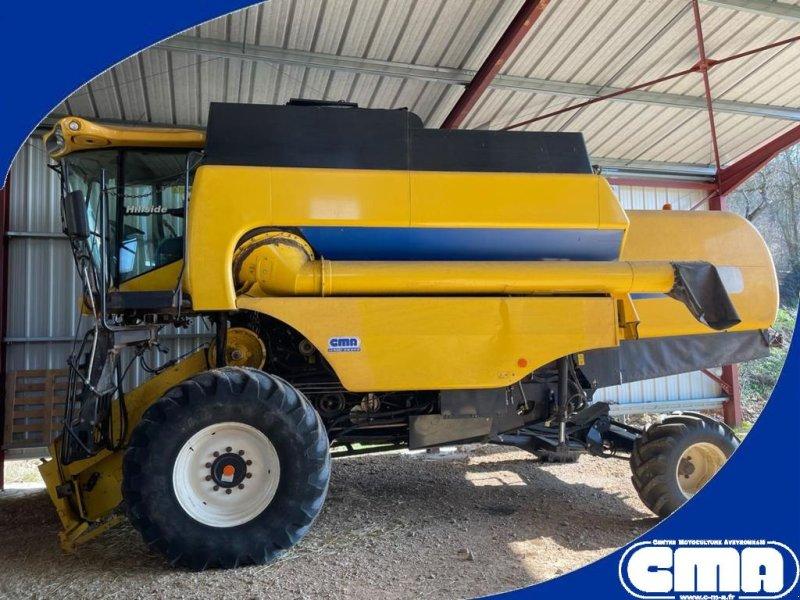 Mähdrescher des Typs New Holland CL 6060, Gebrauchtmaschine in RODEZ (Bild 1)