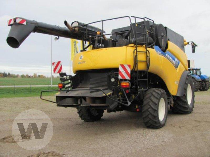 Mähdrescher des Typs New Holland CR 8080, Gebrauchtmaschine in Kleeth (Bild 2)