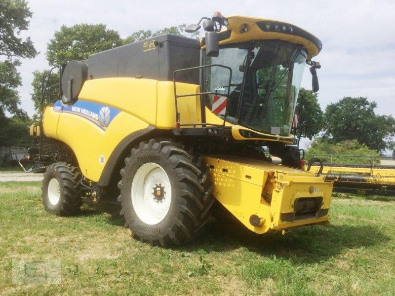 Mähdrescher des Typs New Holland CR 8.80, Gebrauchtmaschine in Gross-Bieberau (Bild 1)
