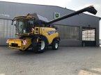 Mähdrescher des Typs New Holland CR 8.80 in Sittensen