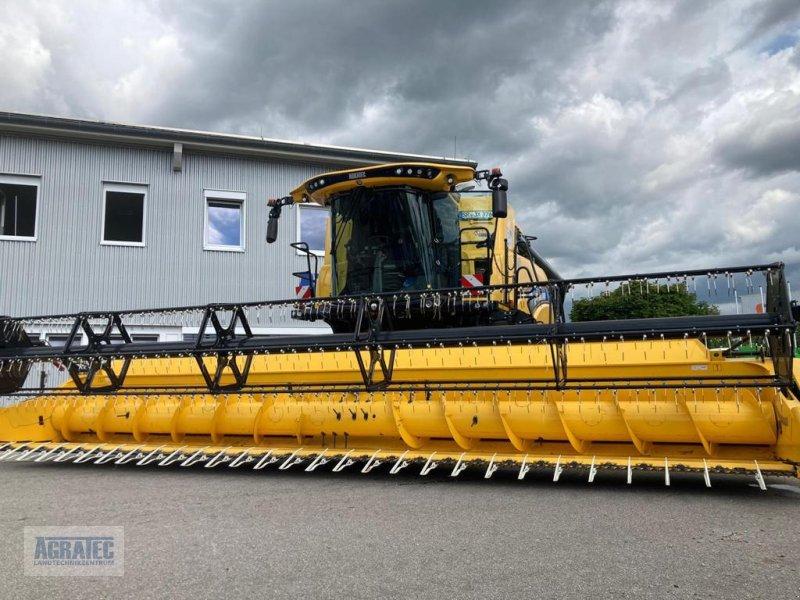Mähdrescher des Typs New Holland CR 8.90, Neumaschine in Salching bei Straubing (Bild 1)