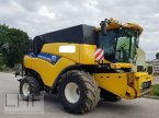 Mähdrescher des Typs New Holland CR 9080 in Burg