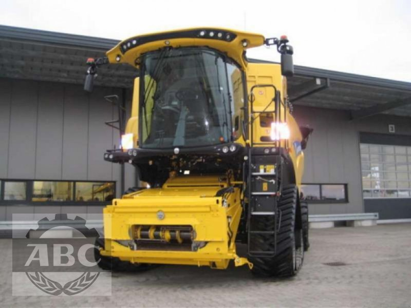 Mähdrescher типа New Holland CR8.80 RAUPE TIER-4B, Neumaschine в Klein Bünzow (Фотография 1)