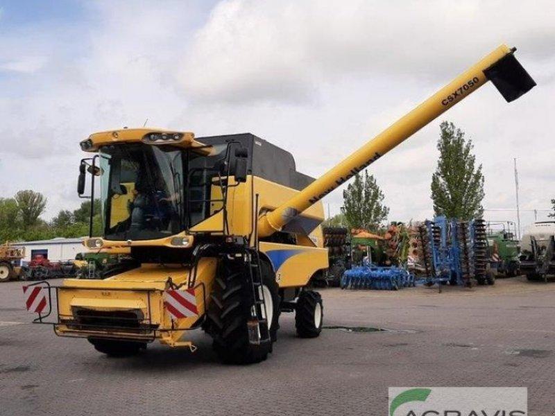 Mähdrescher des Typs New Holland CSX 7050, Gebrauchtmaschine in Calbe / Saale (Bild 1)