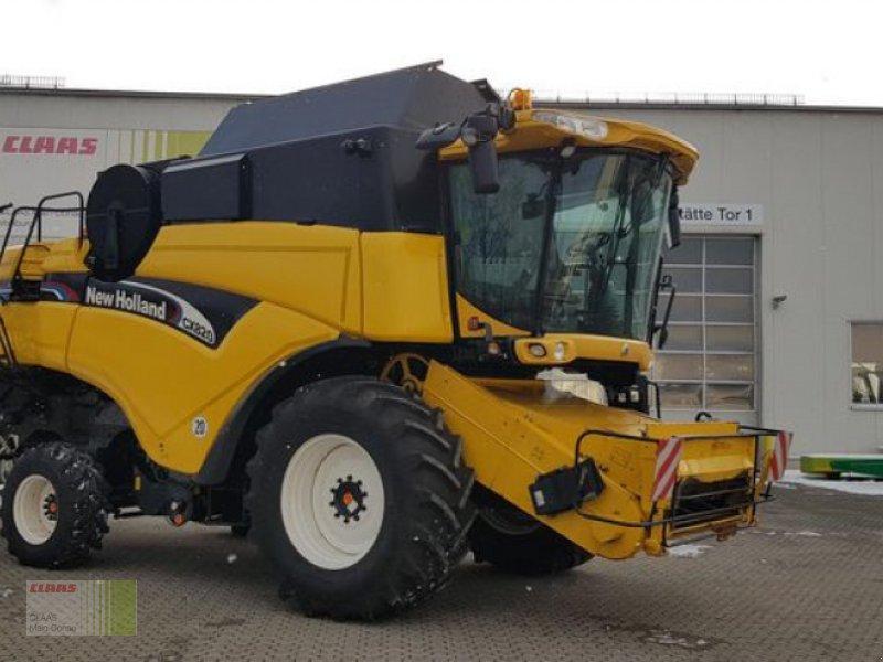 Mähdrescher des Typs New Holland CX 820, Gebrauchtmaschine in Vohburg (Bild 1)