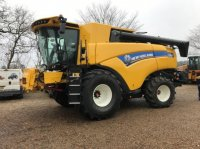 New Holland CX 8.90 SLH Combine harvester