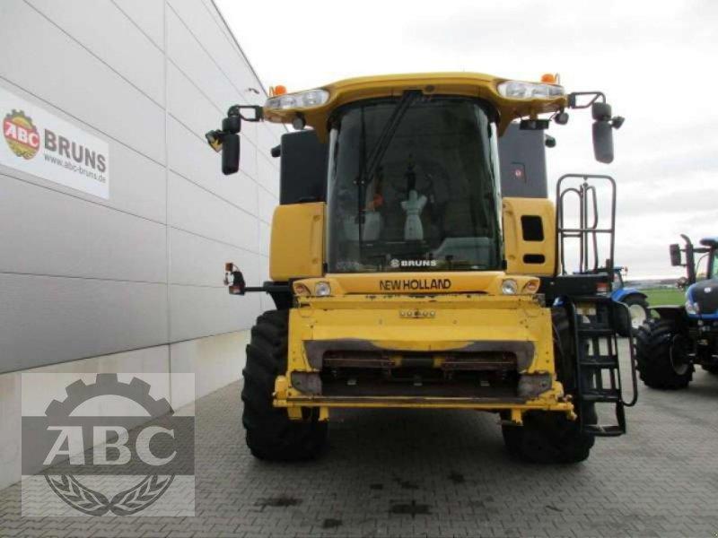 Mähdrescher des Typs New Holland CX880W, Gebrauchtmaschine in Cloppenburg (Bild 2)