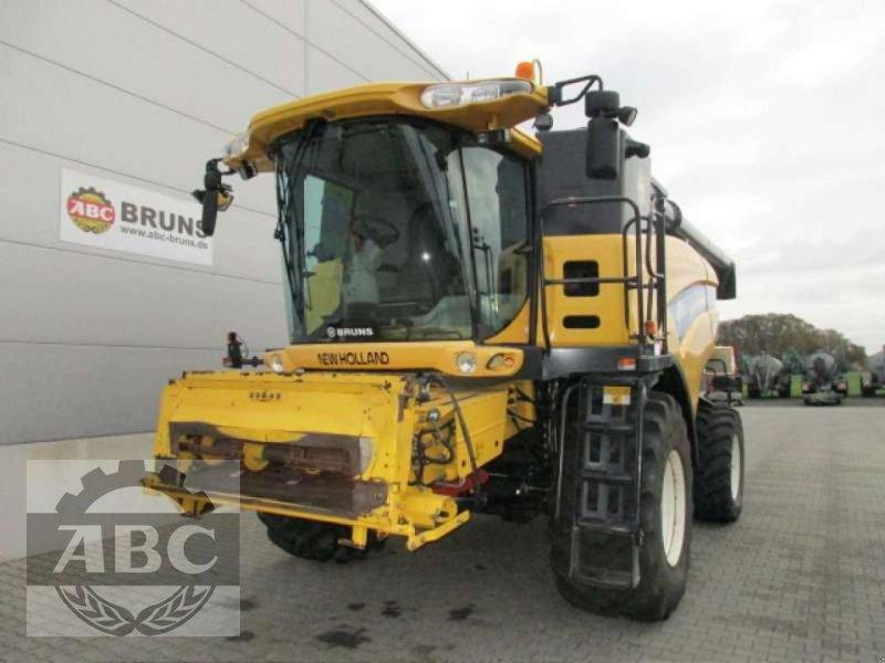 Mähdrescher des Typs New Holland CX880W, Gebrauchtmaschine in Cloppenburg (Bild 1)