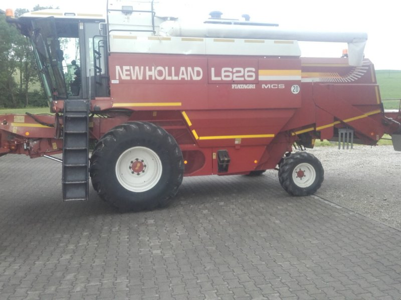 Mähdrescher des Typs New Holland L 626, Gebrauchtmaschine in Landau (Bild 1)
