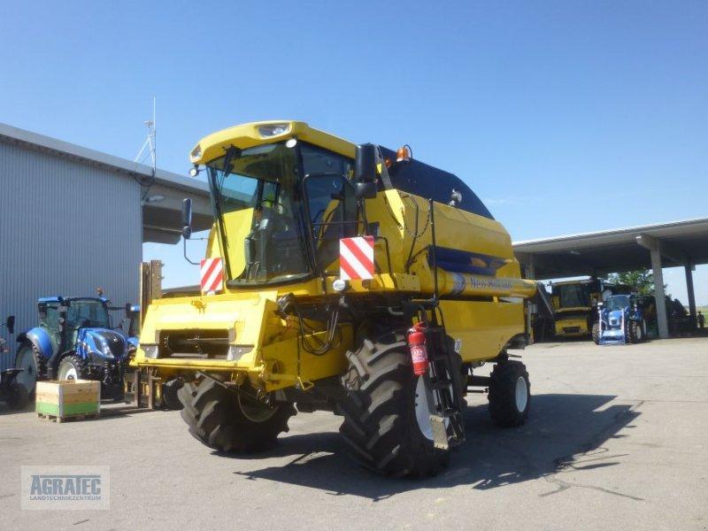 Mähdrescher des Typs New Holland TC 5080, Gebrauchtmaschine in Salching bei Straubing (Bild 1)