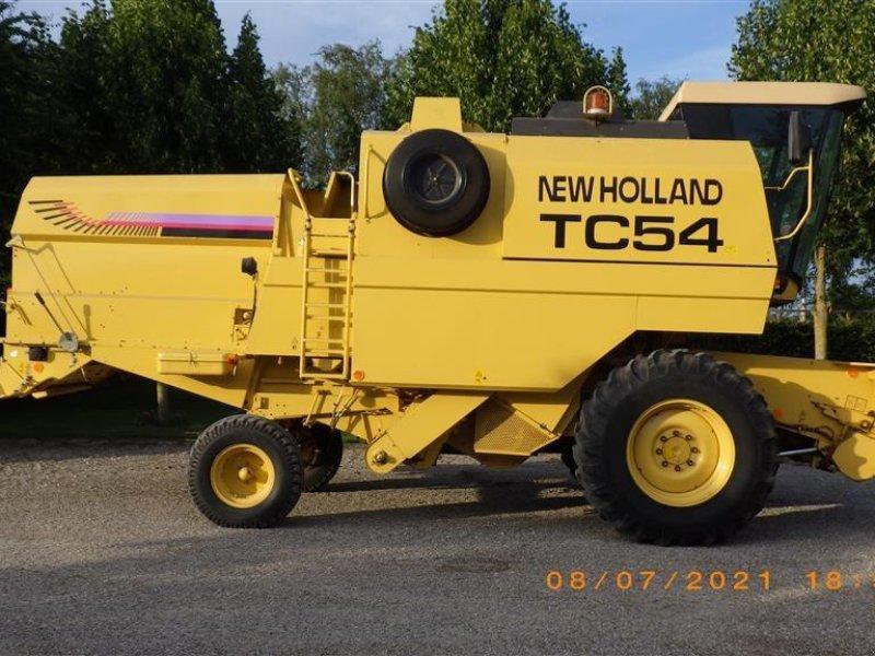 Mähdrescher des Typs New Holland TC 54 13 fod med vogn, Gebrauchtmaschine in Ringsted (Bild 1)