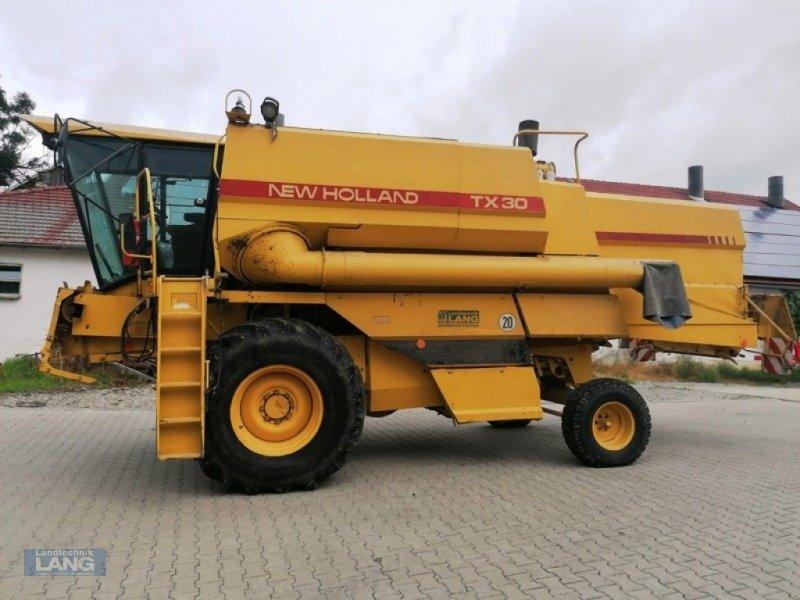 Mähdrescher des Typs New Holland TX 30, Gebrauchtmaschine in Rottenburg (Bild 1)