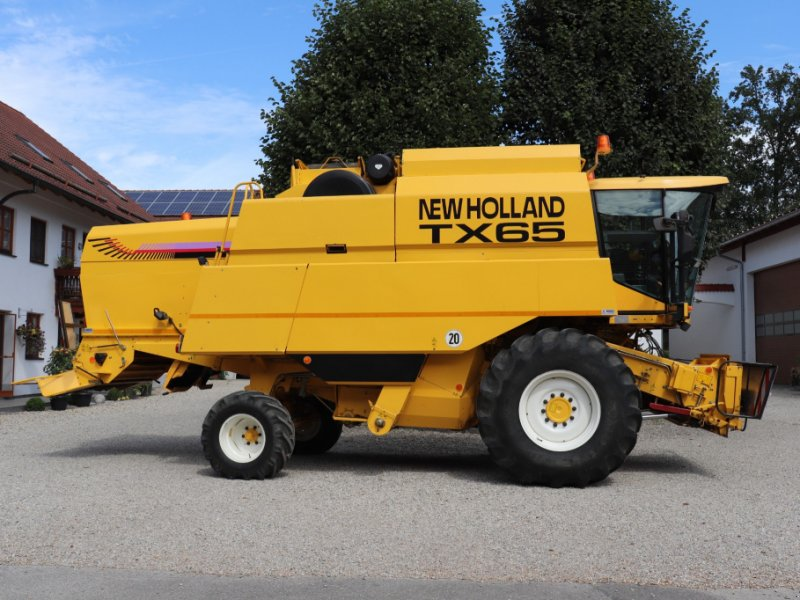 Mähdrescher des Typs New Holland TX 65, Gebrauchtmaschine in Kumhausen (Bild 1)