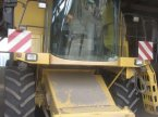 Mähdrescher типа New Holland TX62 в Saint Ouen du Breuil
