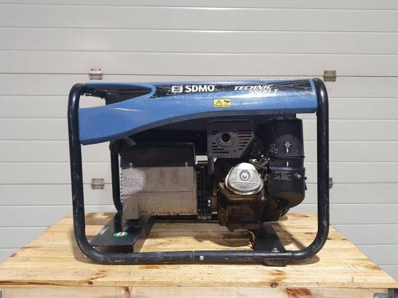 Notstromaggregat типа SDMO 5500T met Kohler benzine motor, Gebrauchtmaschine в Apeldoorn (Фотография 1)