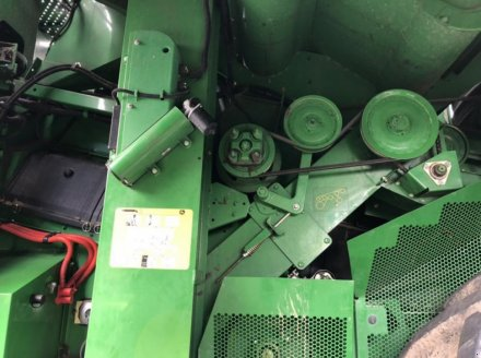 Oldtimer-Mähdrescher des Typs John Deere S670i, Neumaschine in Звенигородка (Bild 6)
