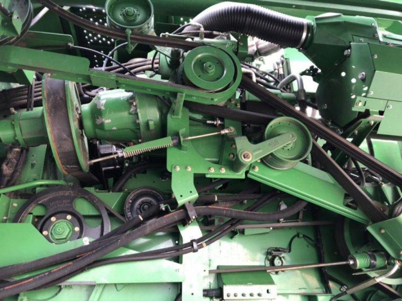 Oldtimer-Mähdrescher des Typs John Deere S670i, Neumaschine in Звенигородка (Bild 8)