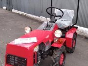 Oldtimer-Traktor des Typs Belarus Беларус-132H, Neumaschine in Вишневе