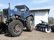 Oldtimer-Traktor des Typs Belarus Беларус-82, Neumaschine in Шпола