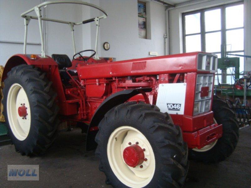 Oldtimer-Traktor des Typs Case IH 1046 A, Gebrauchtmaschine in Euernbach (Bild 1)