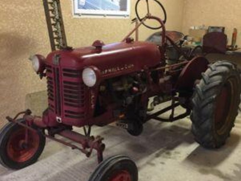 Oldtimer-Traktor des Typs GS International Farmall Cub Super, Gebrauchtmaschine in MONFERRAN (Bild 1)