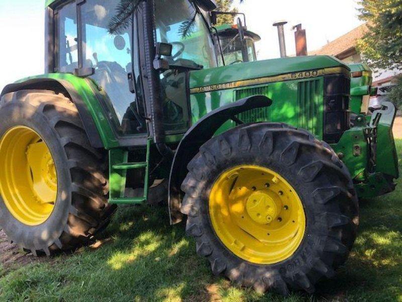 Oldtimer-Traktor des Typs John Deere 6400, Neumaschine in Київ (Bild 1)