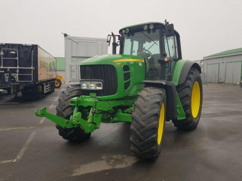 Oldtimer-Traktor типа John Deere 7530 Premium, Neumaschine в Звенигородка (Фотография 1)