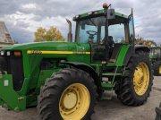 Oldtimer-Traktor des Typs John Deere 8200, Neumaschine in Золочів
