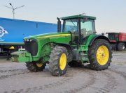 Oldtimer-Traktor des Typs John Deere 8220, Neumaschine in Звенигородка