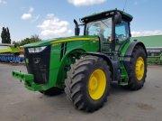 Oldtimer-Traktor des Typs John Deere 8320R, Neumaschine in Звенигородка
