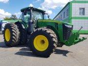 Oldtimer-Traktor des Typs John Deere 8320R, Neumaschine in Путрівка