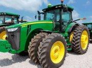 Oldtimer-Traktor des Typs John Deere 8335R, Neumaschine in Київ