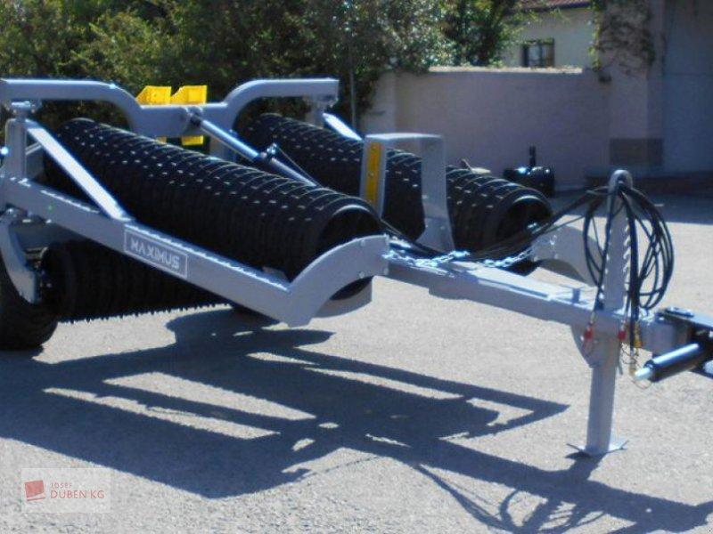 Packer & Walze des Typs Agri Flex Maxi Roll 750, Neumaschine in Ziersdorf (Bild 1)