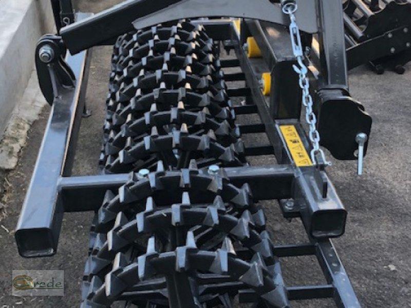 Packer & Walze des Typs Agroland Frontpacker Crosskillwalze 2,50 m, Neumaschine in Bad Emstal (Bild 1)