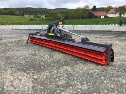 Packer & Walze des Typs Madara RLS 506 Grizzly 5m Frontanbau Messerwalze, Neumaschine in Tiefenbach (Bild 1)