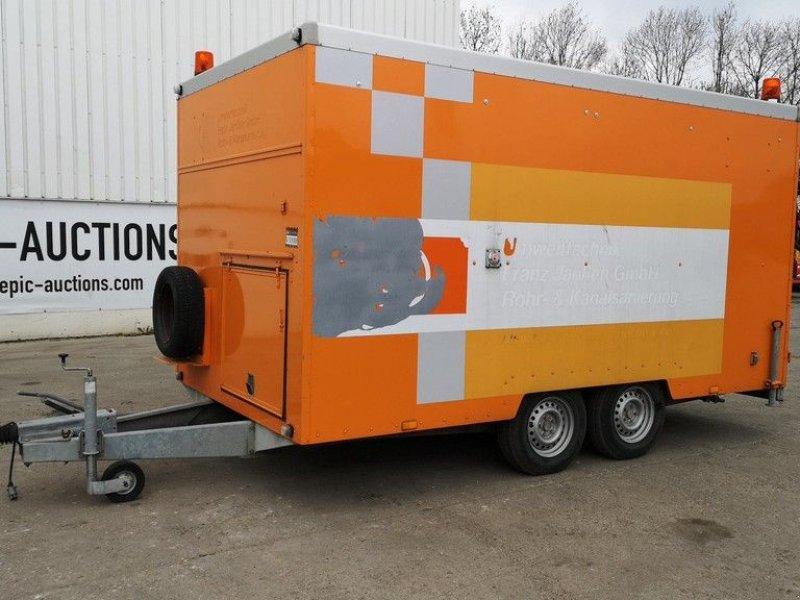 PKW-Anhänger типа Brenderup Gesloten trailer met rioolreperatie machines, Gebrauchtmaschine в Leende (Фотография 1)