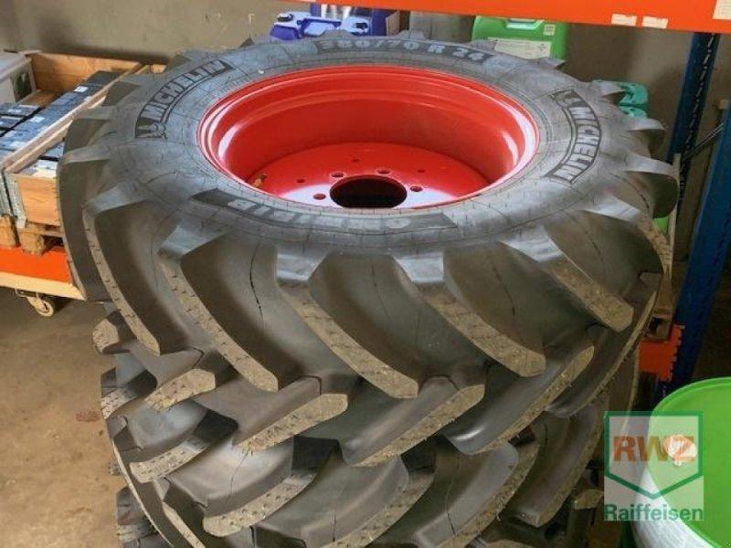 Rad des Typs Fendt Michelin Omnibib 380/70R, Neumaschine in Wintrich (Bild 1)