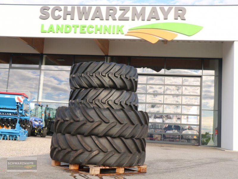 Rad des Typs Michelin 480/70R38+460/70R24, Neumaschine in Gampern (Bild 1)