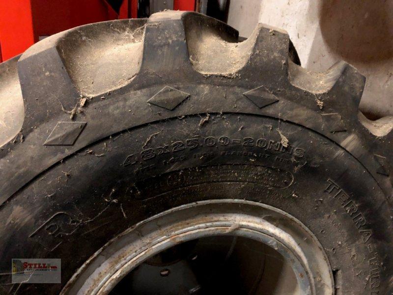 Rad des Typs Michelin 48x25.00-20, Gebrauchtmaschine in Niederviehbach (Bild 4)