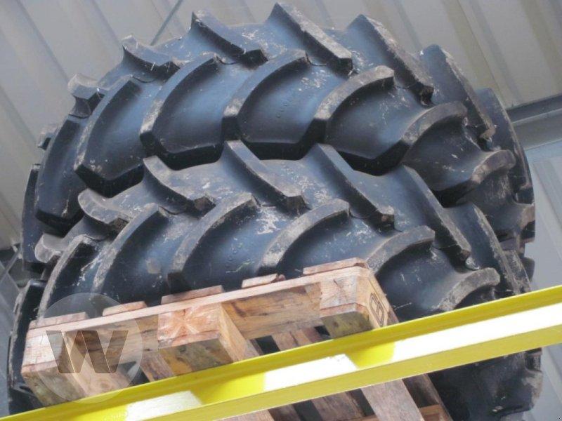 Rad des Typs New Holland Radsatz 380/70 R28, Neumaschine in Kleeth (Bild 1)