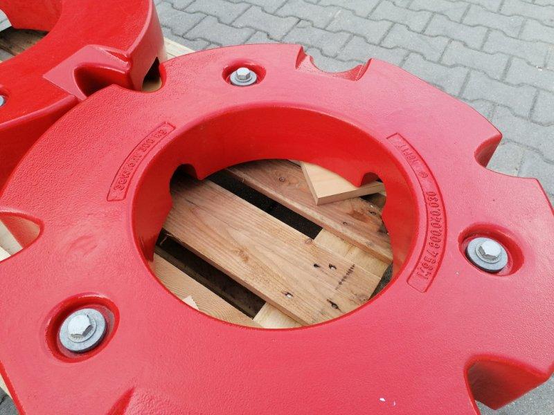 Radgewicht типа Fendt 2 x 300kg mit 10-Loch Adapterplatten, Neumaschine в Tirschenreuth (Фотография 7)