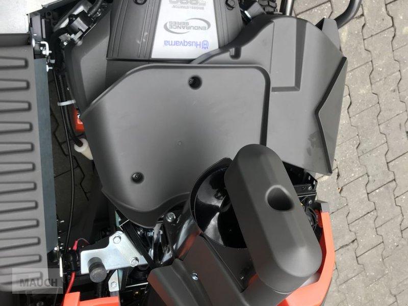 Rasentraktor des Typs Husqvarna Rider RC320 TS AWD Box Rider, Mulchen / Sammeln, Neumaschine in Burgkirchen (Bild 7)