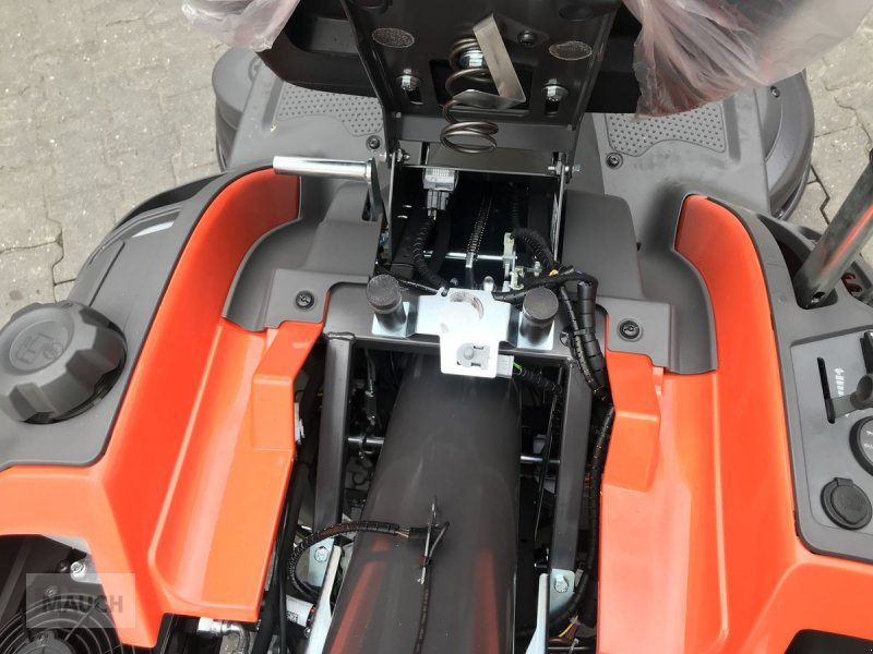 Rasentraktor des Typs Husqvarna Rider RC320 TS AWD Box Rider, Mulchen / Sammeln, Neumaschine in Burgkirchen (Bild 10)