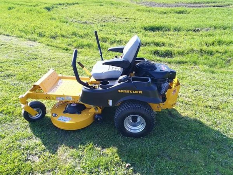 and-hustler-lawn-tractors-girls