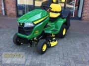 John Deere X305R tractor tuns gazon
